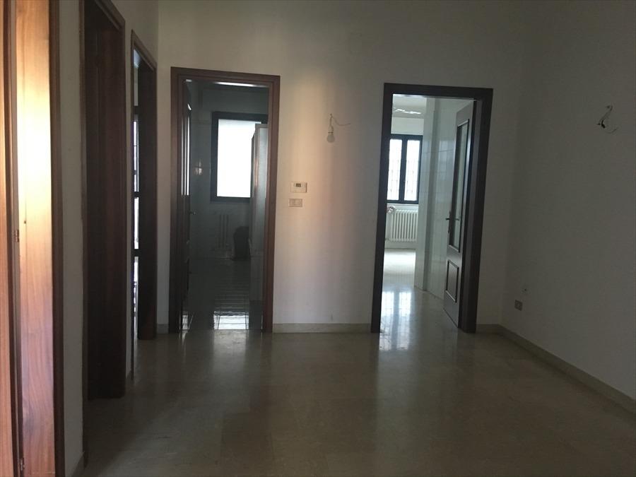 Ufficio / Studio in vendita a Modugno, 3 locali, prezzo € 98.000 | PortaleAgenzieImmobiliari.it