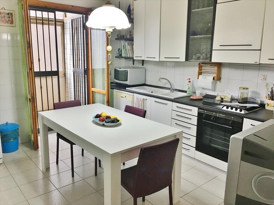 Appartamento in vendita a Aci Catena, 3 locali, prezzo € 115.000 | CambioCasa.it