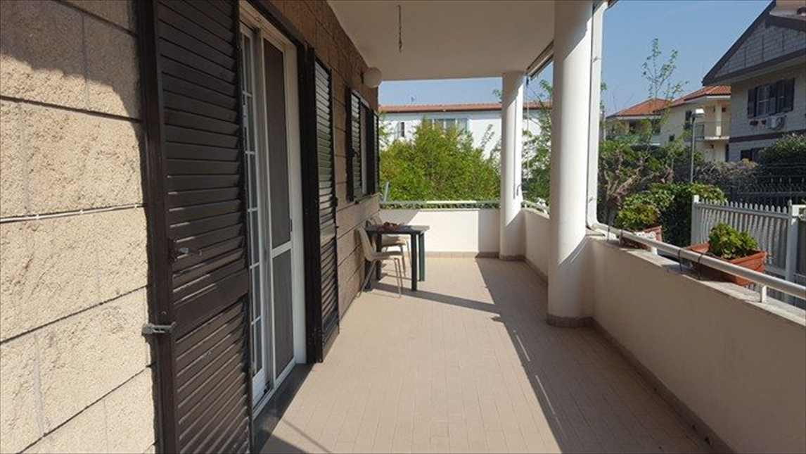Villa in affitto a Giugliano in Campania, 5 locali, prezzo € 1.300 | Cambio Casa.it
