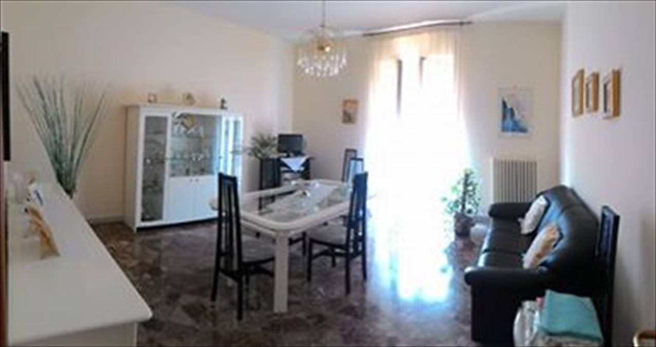 Appartamento in vendita a Corato, 4 locali, prezzo € 110.000 | Cambio Casa.it