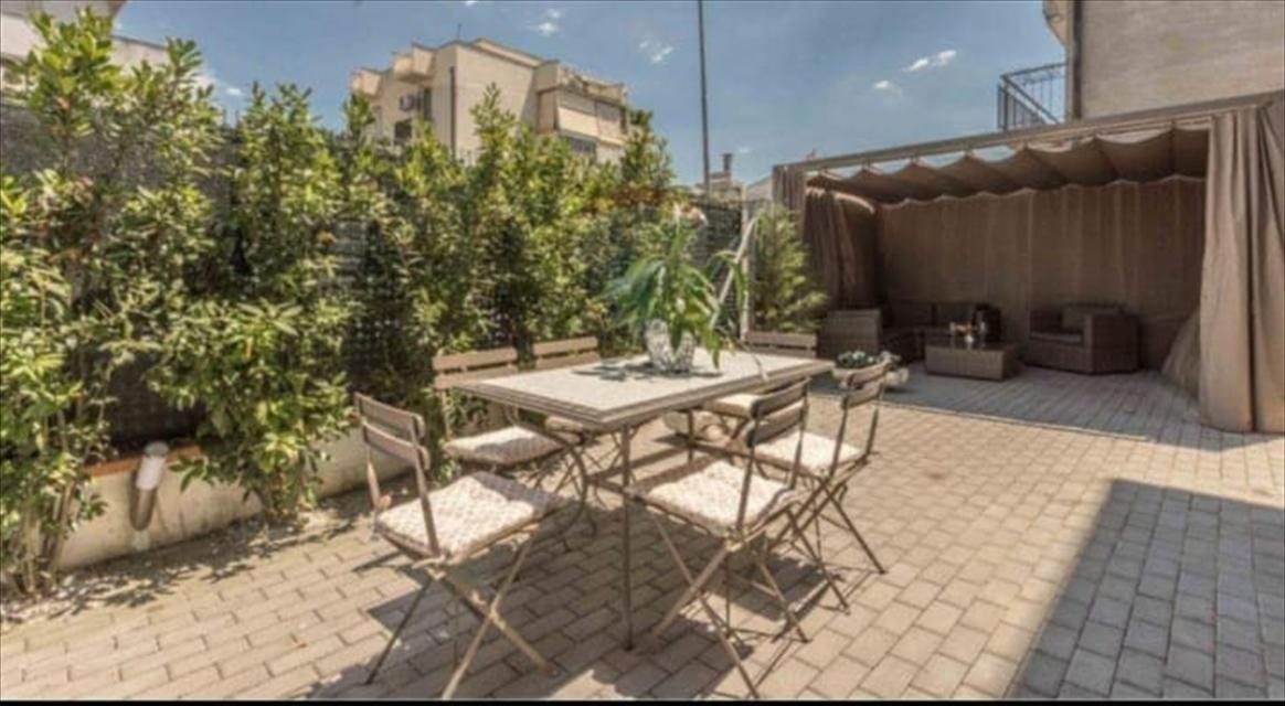 Appartamento in vendita a Viareggio, 3 locali, prezzo € 220.000 | CambioCasa.it