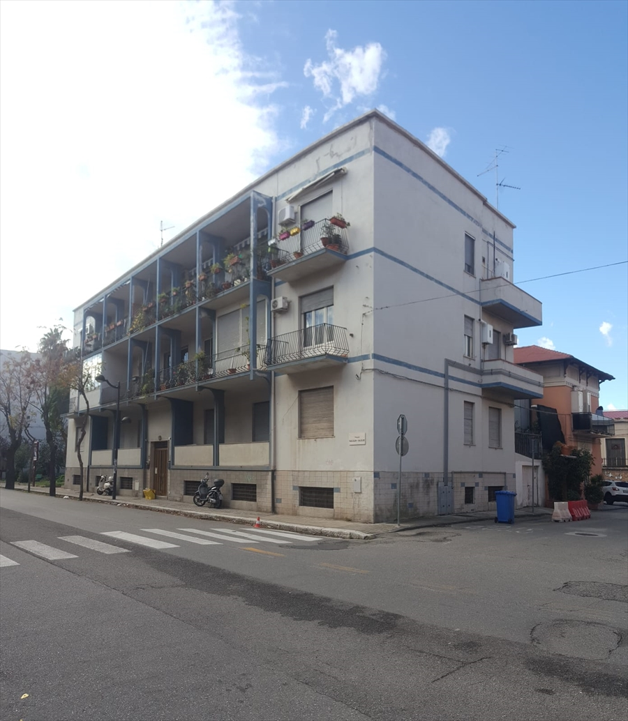 Appartamento in vendita a Reggio Calabria, 6 locali, prezzo € 135.000 | CambioCasa.it