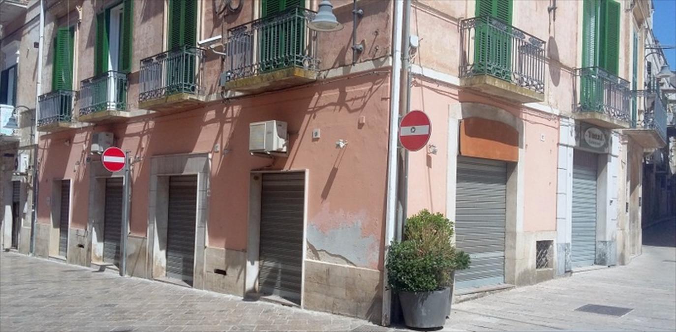 Negozio / Locale in affitto a Gravina in Puglia, 4 locali, prezzo € 1.000 | CambioCasa.it
