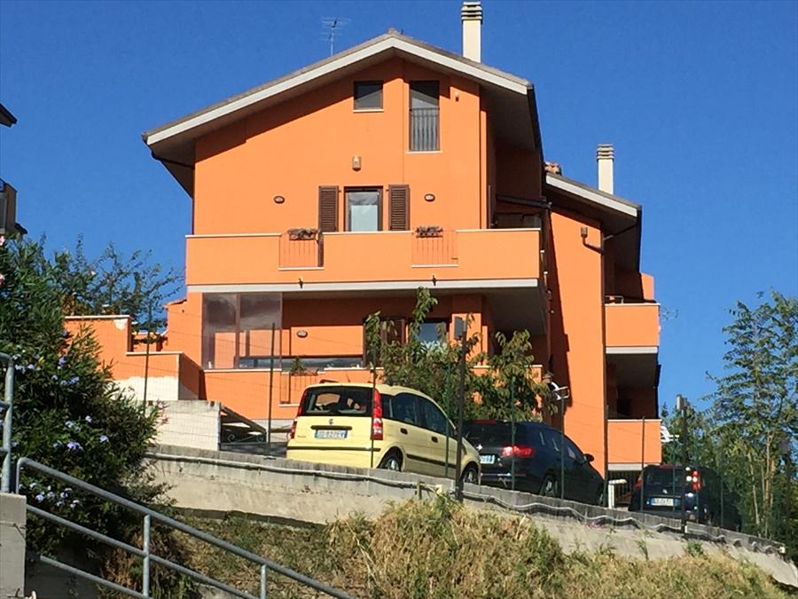 Soluzione Indipendente in vendita a Bucchianico, 6 locali, prezzo € 230.000 | CambioCasa.it