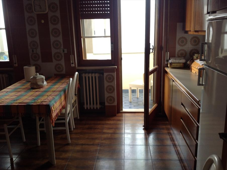 Appartamento in affitto a Brindisi, 4 locali, prezzo € 550 | Cambio Casa.it