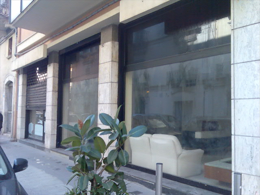Negozio / Locale in vendita a Bari, 9999 locali, prezzo € 200.000 | Cambio Casa.it