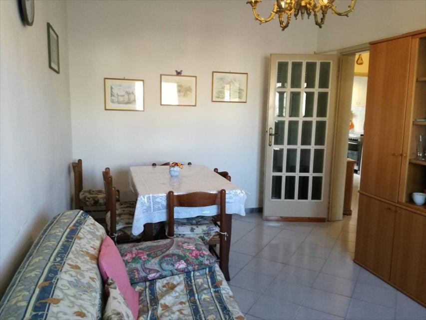 Appartamento in vendita a Viareggio, 3 locali, prezzo € 135.000 | CambioCasa.it