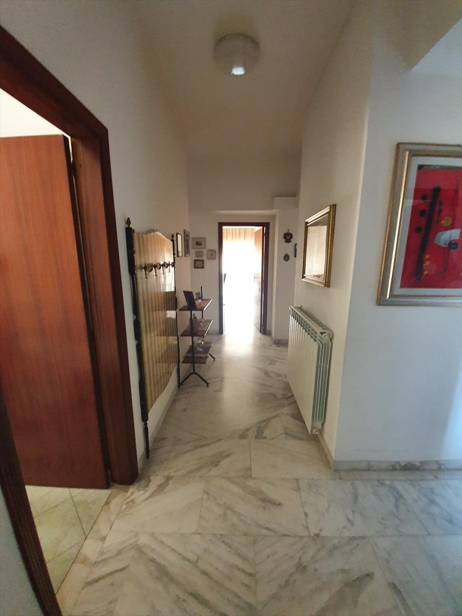 Appartamento in vendita a Reggio Calabria, 6 locali, prezzo € 140.000 | CambioCasa.it