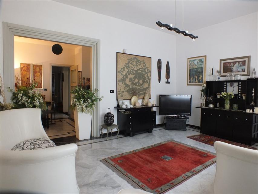 Appartamento in vendita a Reggio Calabria, 6 locali, prezzo € 150.000 | CambioCasa.it