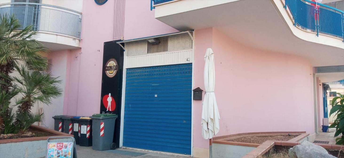 Negozio / Locale in vendita a Bitetto, 9999 locali, prezzo € 108.000   CambioCasa.it