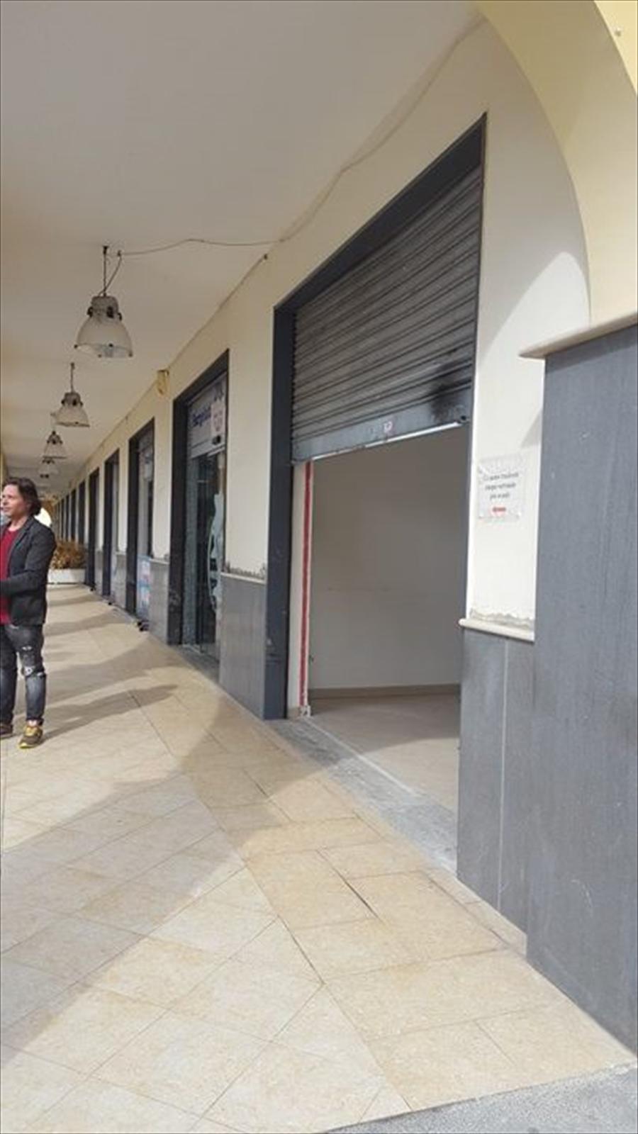 Negozio / Locale in affitto a Giugliano in Campania, 2 locali, prezzo € 550 | CambioCasa.it