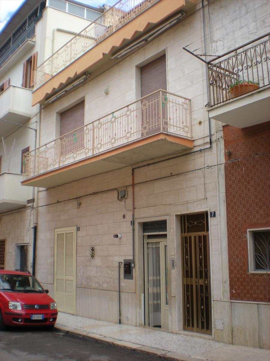 Soluzione Indipendente in vendita a Cerignola, 4 locali, prezzo € 155.000 | CambioCasa.it