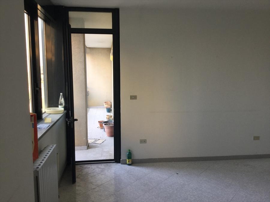 Appartamento in vendita a Brindisi, 4 locali, prezzo € 155.000 | Cambio Casa.it