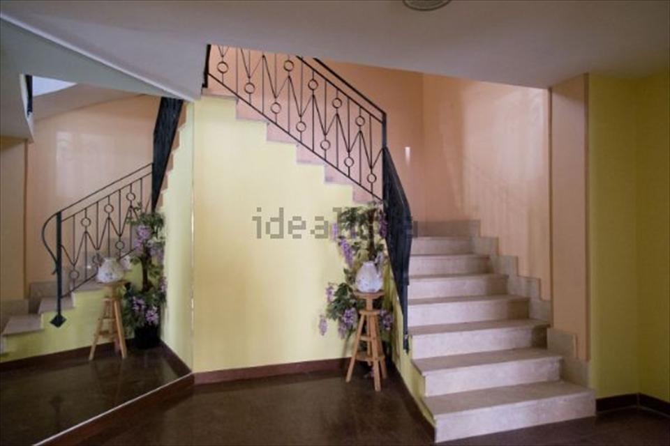 Soluzione Indipendente in vendita a Reggio Calabria, 10 locali, prezzo € 235.000 | CambioCasa.it