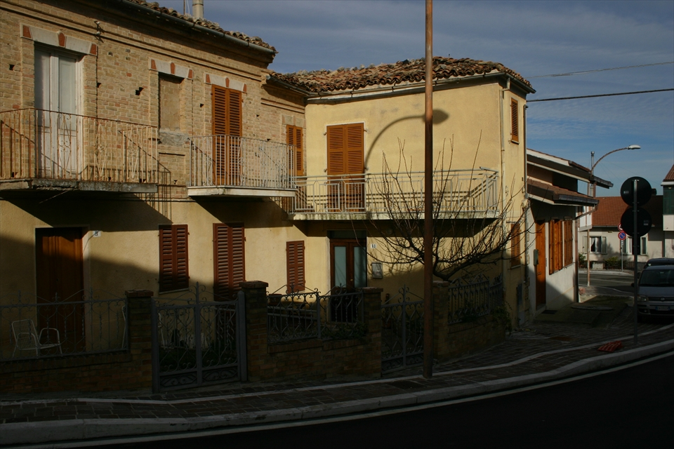 Soluzione Indipendente in vendita a Alanno, 6 locali, prezzo € 70.000 | CambioCasa.it
