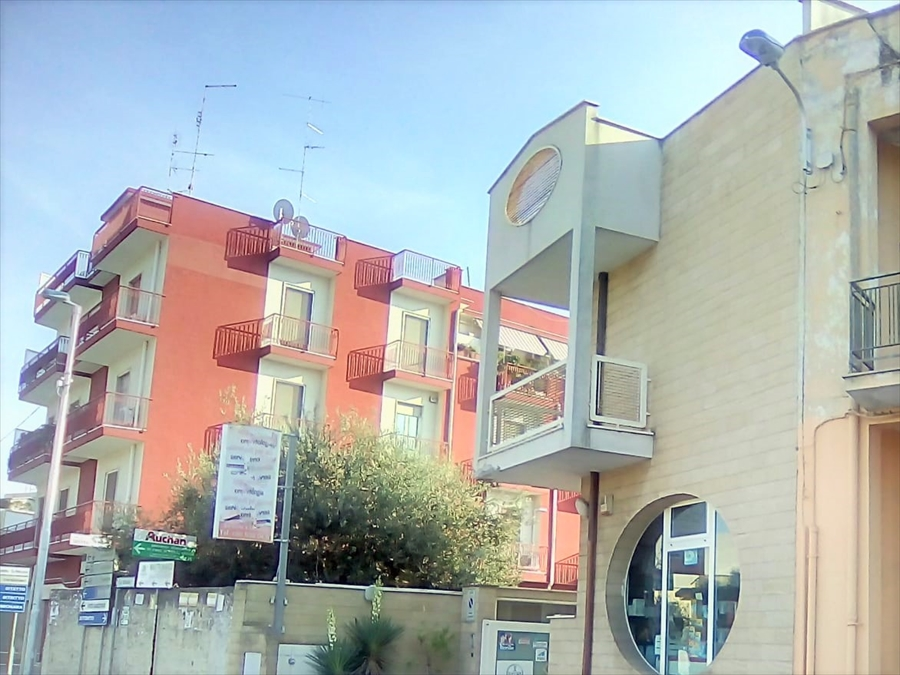 Immobile Commerciale in vendita a Modugno, 10 locali, prezzo € 325.000 | PortaleAgenzieImmobiliari.it