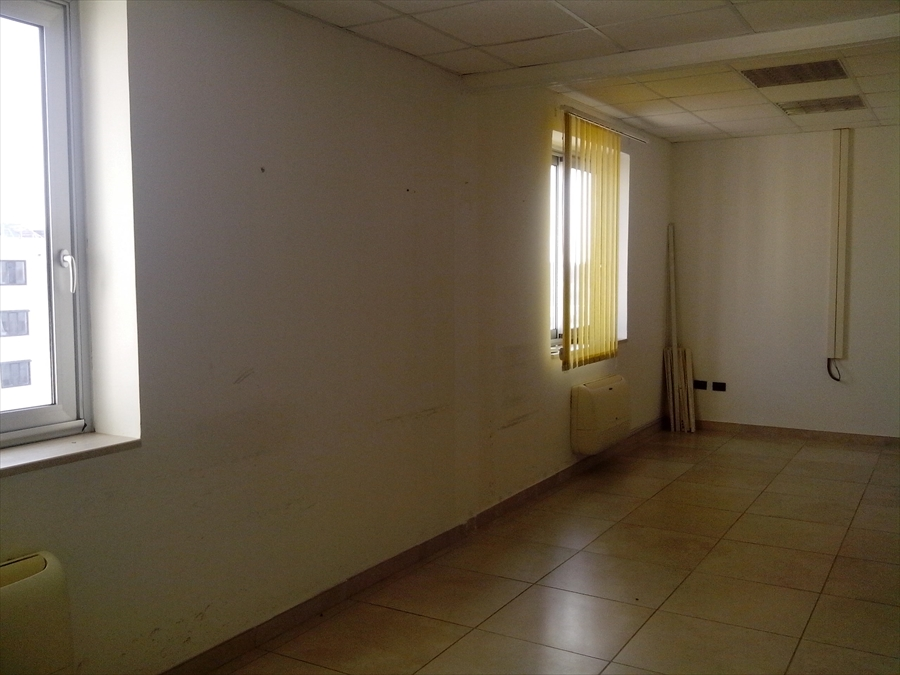 Ufficio / Studio in affitto a Brindisi, 3 locali, prezzo € 550   Cambio Casa.it