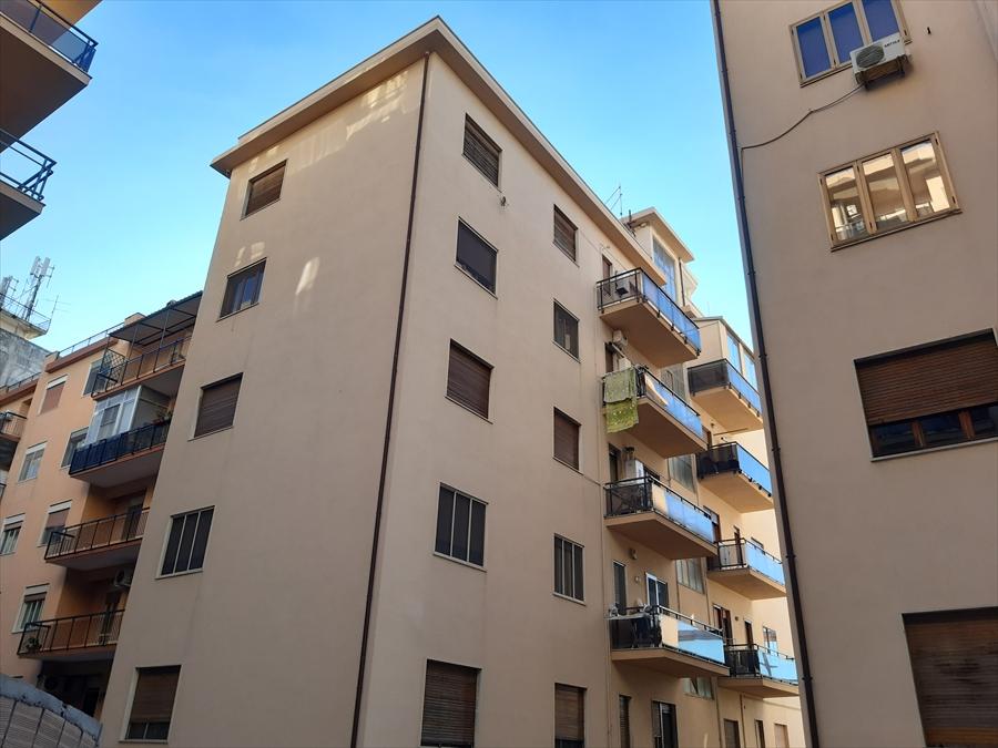 Appartamento in vendita a Reggio Calabria, 4 locali, prezzo € 130.000 | CambioCasa.it