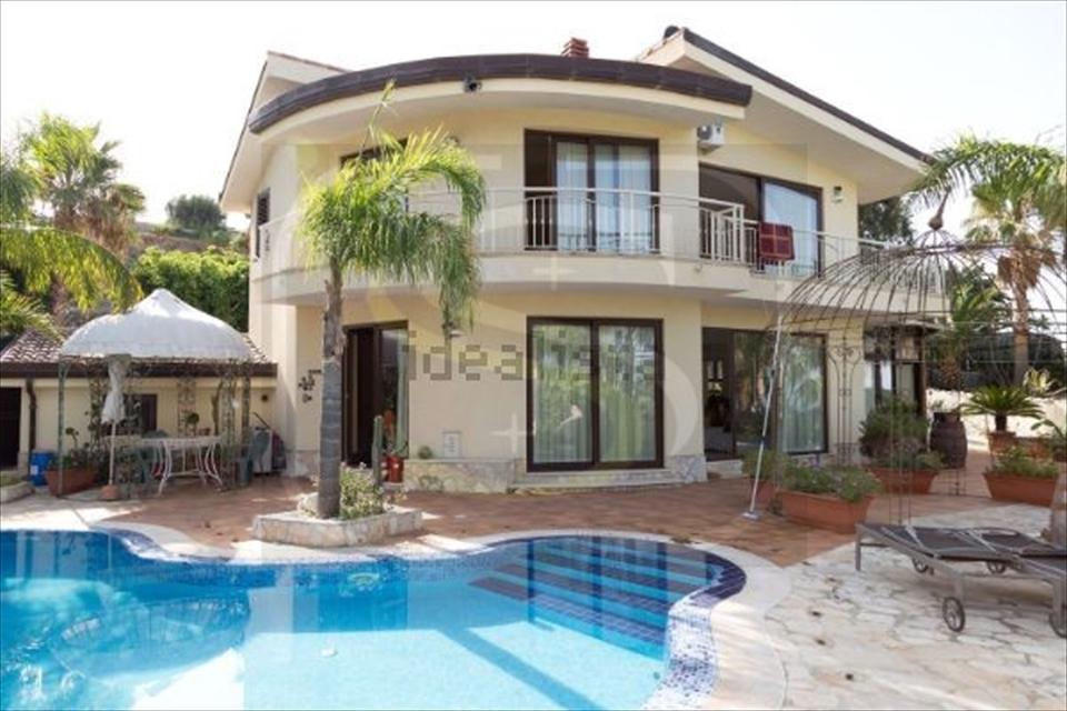 Villa in vendita a Reggio Calabria, 5 locali, prezzo € 619.000 | CambioCasa.it