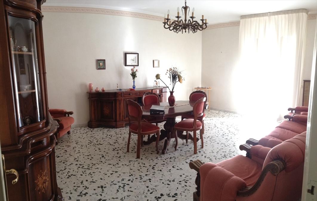 Appartamento in vendita a Corato, 4 locali, prezzo € 138.000 | CambioCasa.it