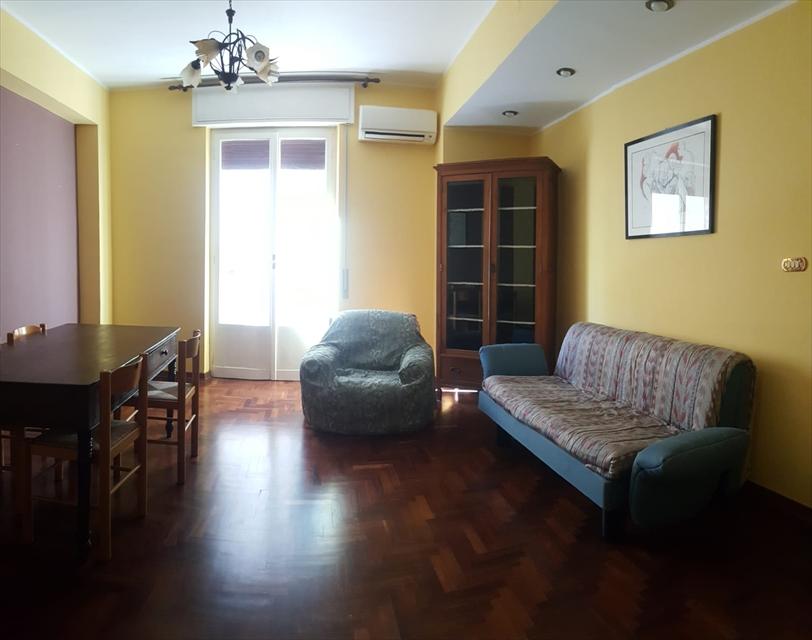 Appartamento in vendita a Reggio Calabria, 6 locali, prezzo € 125.000 | CambioCasa.it