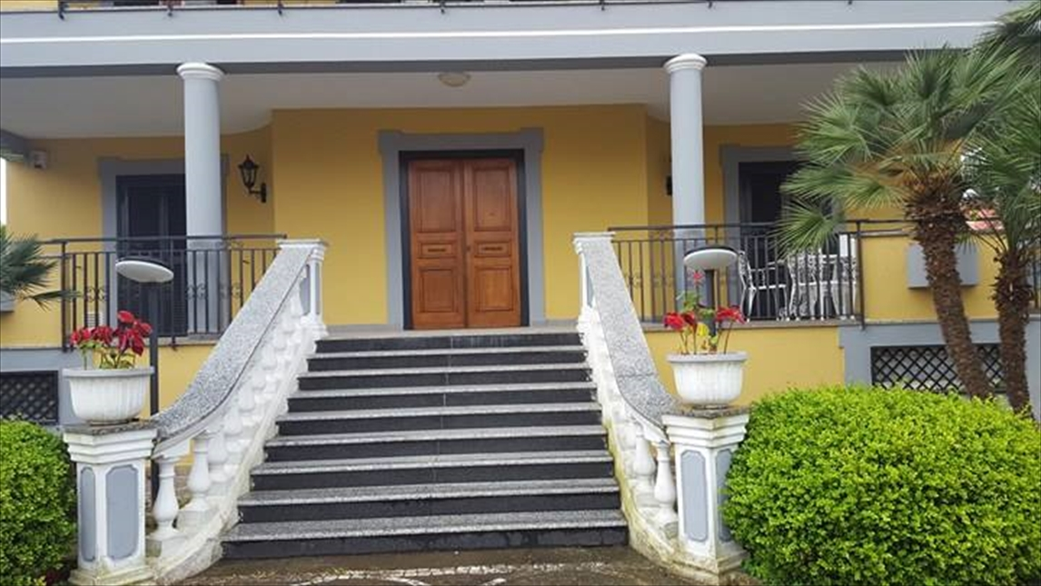Soluzione Indipendente in affitto a Giugliano in Campania, 4 locali, prezzo € 1.000 | CambioCasa.it