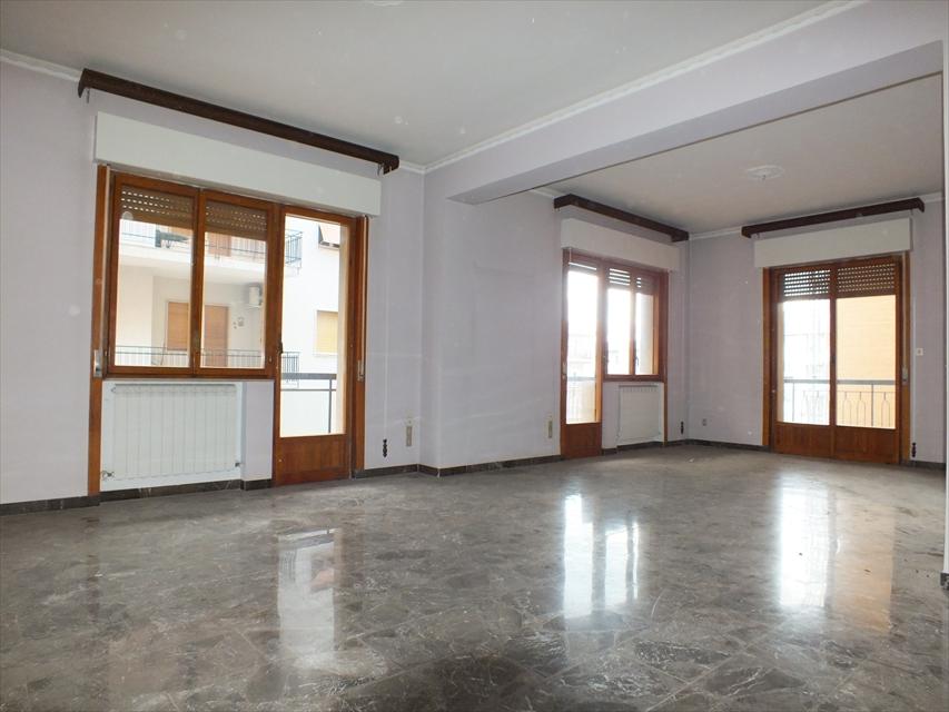 Appartamento in vendita a Reggio Calabria, 6 locali, prezzo € 130.000 | CambioCasa.it