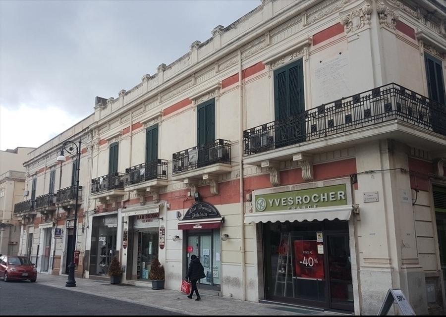 Appartamento in vendita a Reggio Calabria, 7 locali, prezzo € 670.000 | CambioCasa.it