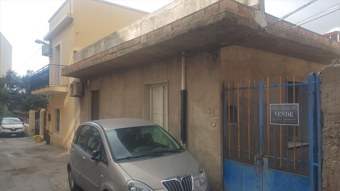 Soluzione Indipendente in vendita a Reggio Calabria, 5 locali, prezzo € 58.000 | CambioCasa.it