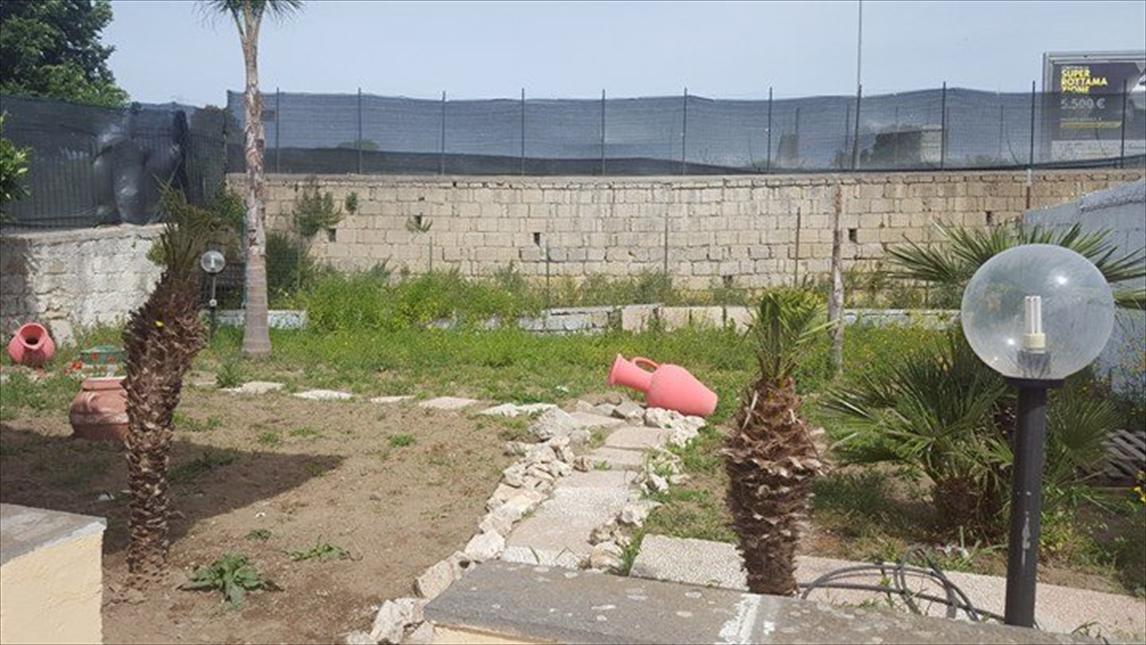 Soluzione Indipendente in affitto a Giugliano in Campania, 3 locali, prezzo € 550 | CambioCasa.it