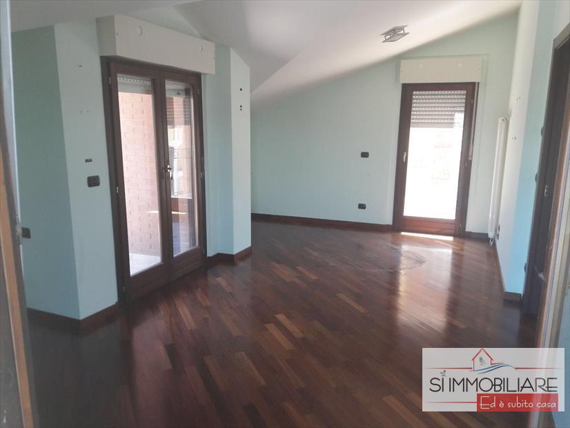 Villa in affitto a Montesilvano, 8 locali, prezzo € 1.000 | CambioCasa.it