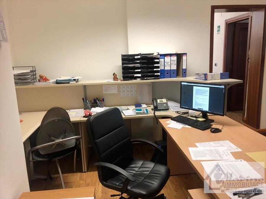 Ufficio / Studio in vendita a Reggio Calabria, 5 locali, prezzo € 169.000   CambioCasa.it