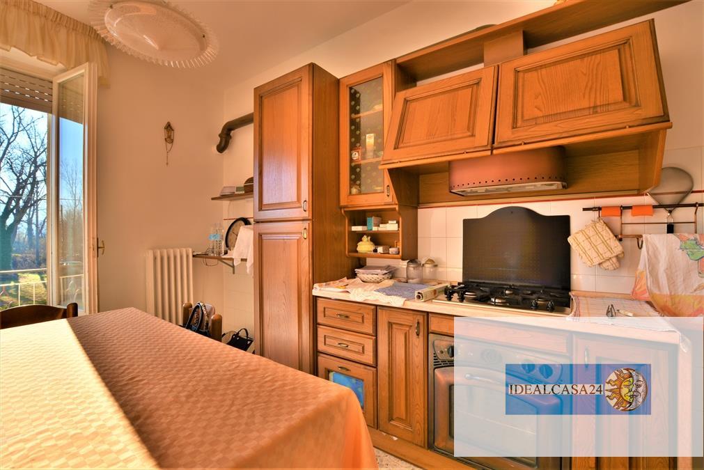 Appartamento in vendita a Montecassiano, 5 locali, prezzo € 109.000 | CambioCasa.it