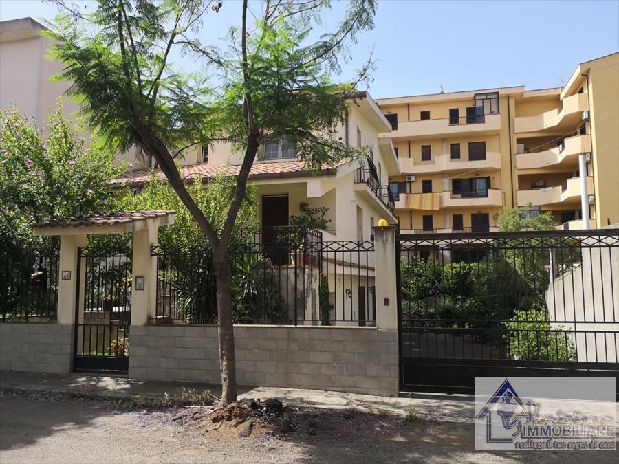 Villa in vendita a Reggio Calabria, 10 locali, prezzo € 285.000   CambioCasa.it