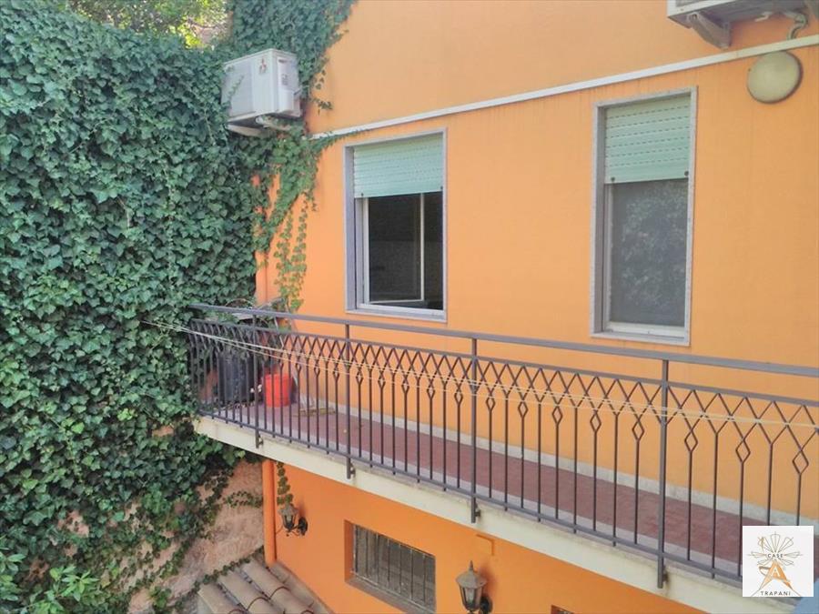 Appartamento in vendita a Valderice, 4 locali, prezzo € 100.000 | CambioCasa.it
