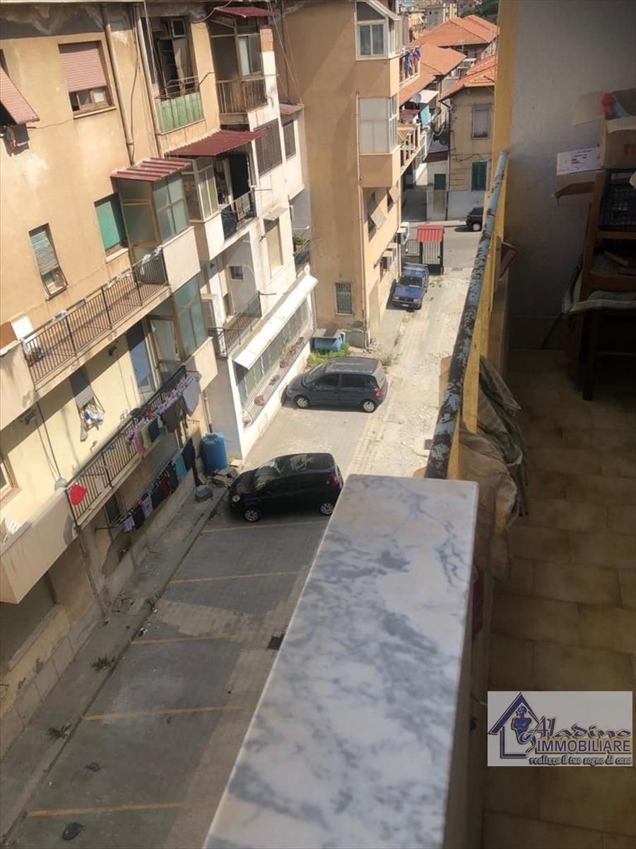 Appartamento in vendita a Reggio Calabria, 4 locali, prezzo € 48.000 | CambioCasa.it