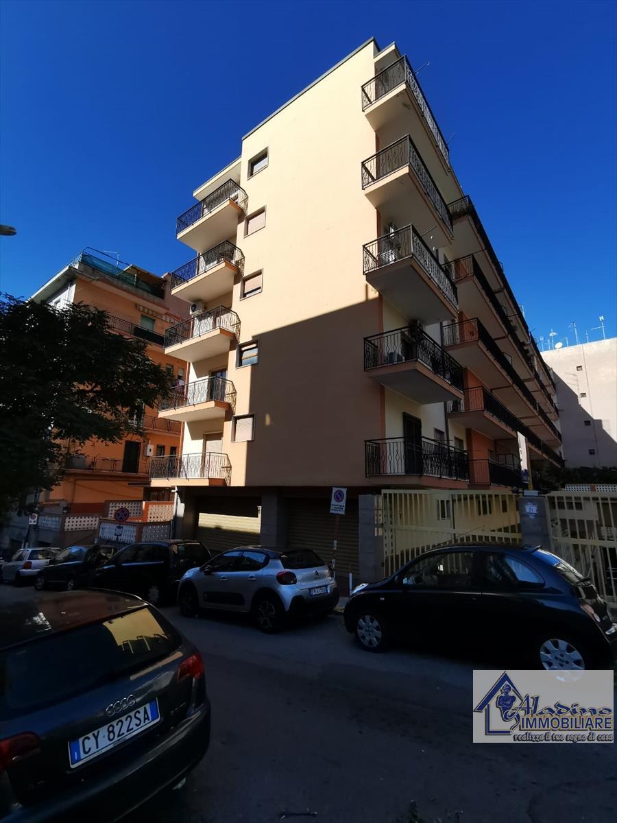 Appartamento in vendita a Reggio Calabria, 5 locali, prezzo € 180.000 | CambioCasa.it