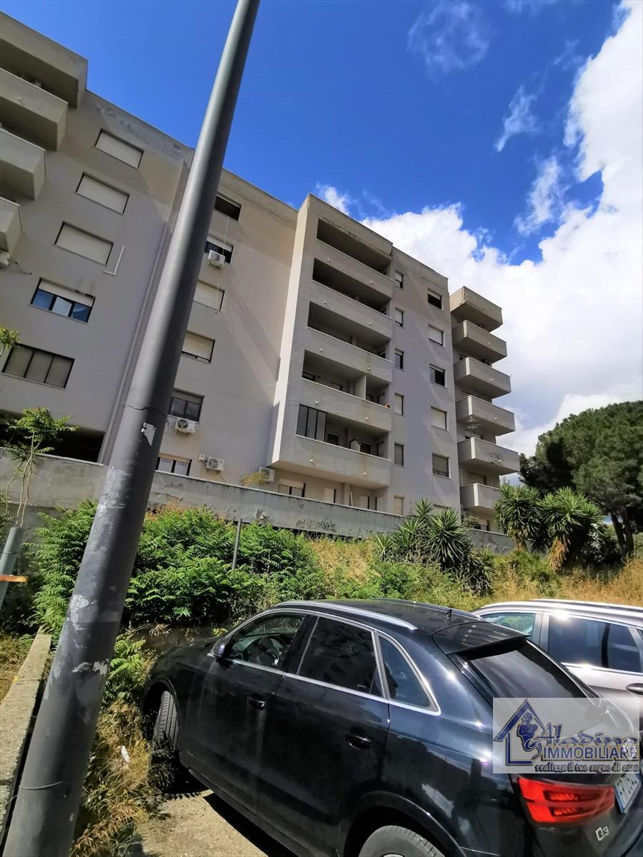 Appartamento in vendita a Reggio Calabria, 3 locali, prezzo € 80.000 | CambioCasa.it