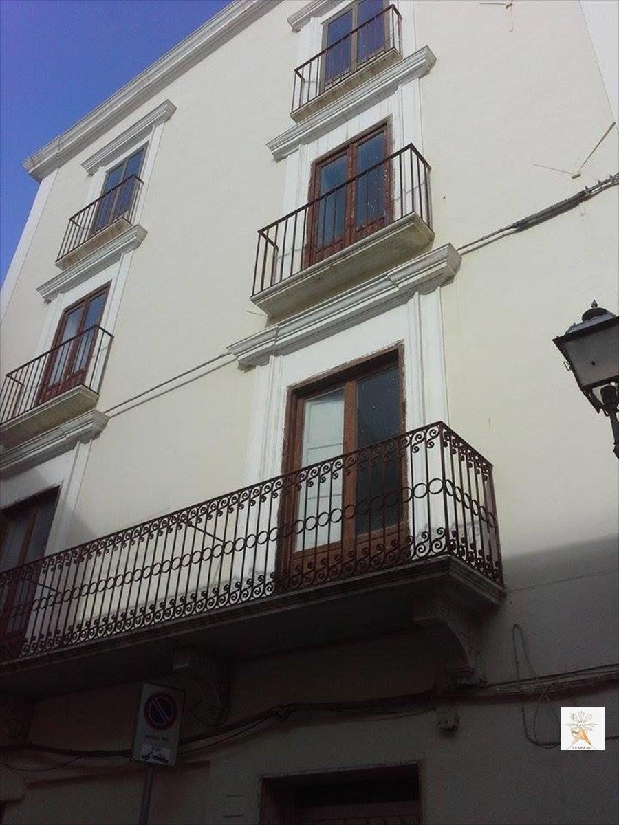 Palazzo / Stabile in vendita a Trapani, 5 locali, prezzo € 480.000 | Cambio Casa.it