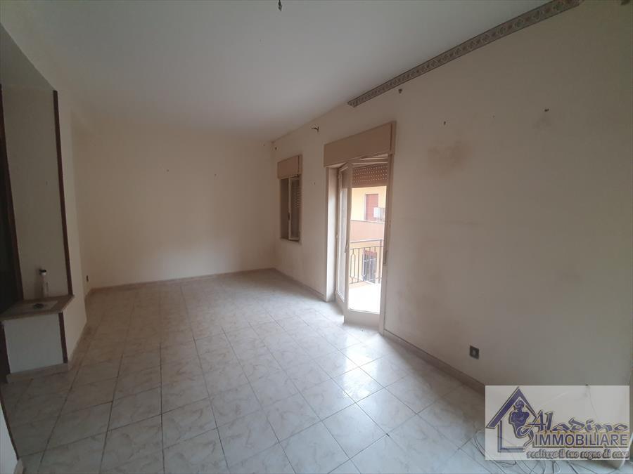 Appartamento in vendita a Reggio Calabria, 5 locali, prezzo € 70.000 | CambioCasa.it