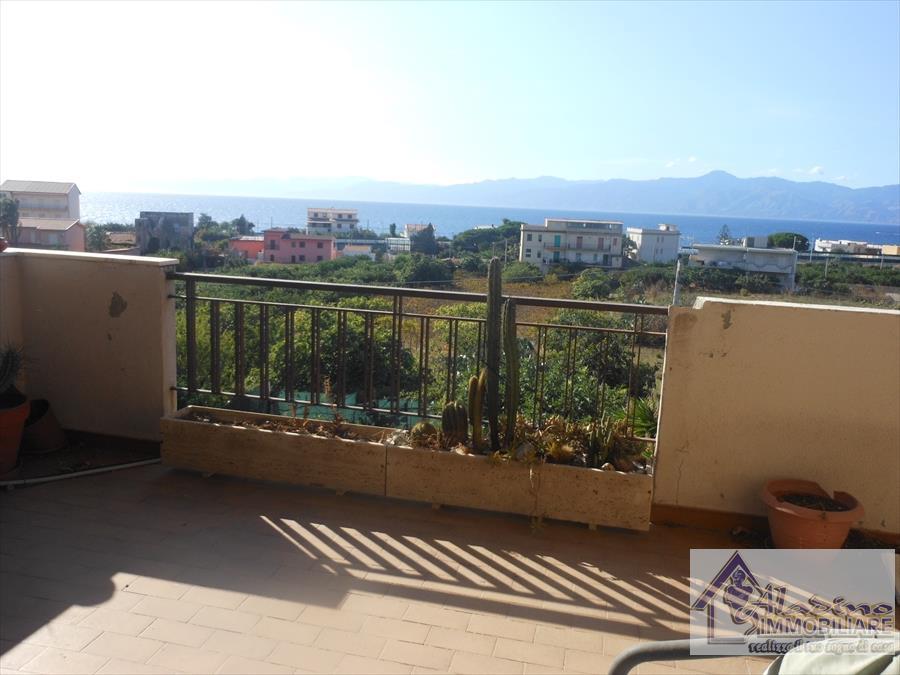 Appartamento in vendita a Reggio Calabria, 6 locali, prezzo € 82.000 | CambioCasa.it