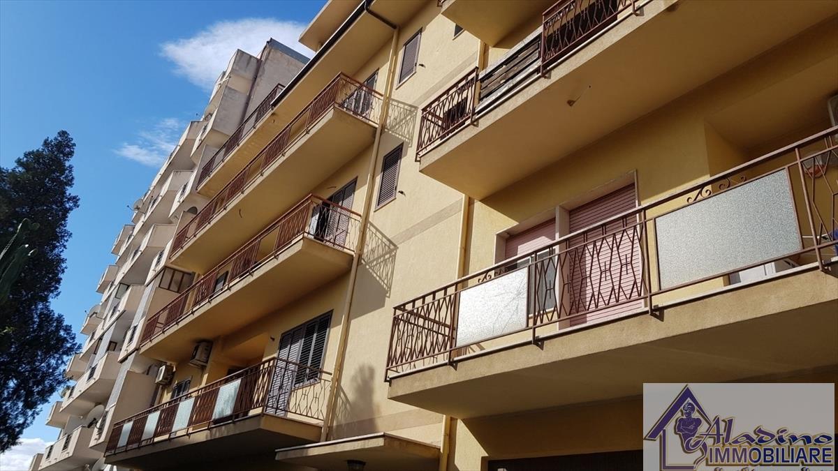 Appartamento in vendita a Reggio Calabria, 5 locali, prezzo € 145.000 | CambioCasa.it