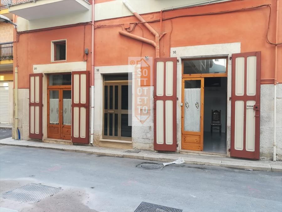 Magazzino in vendita a Corato, 4 locali, prezzo € 75.000 | CambioCasa.it