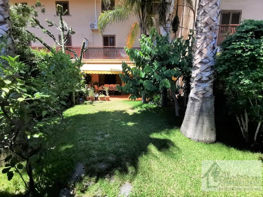 Villa a Schiera in vendita a Reggio Calabria, 10 locali, prezzo € 310.000   CambioCasa.it