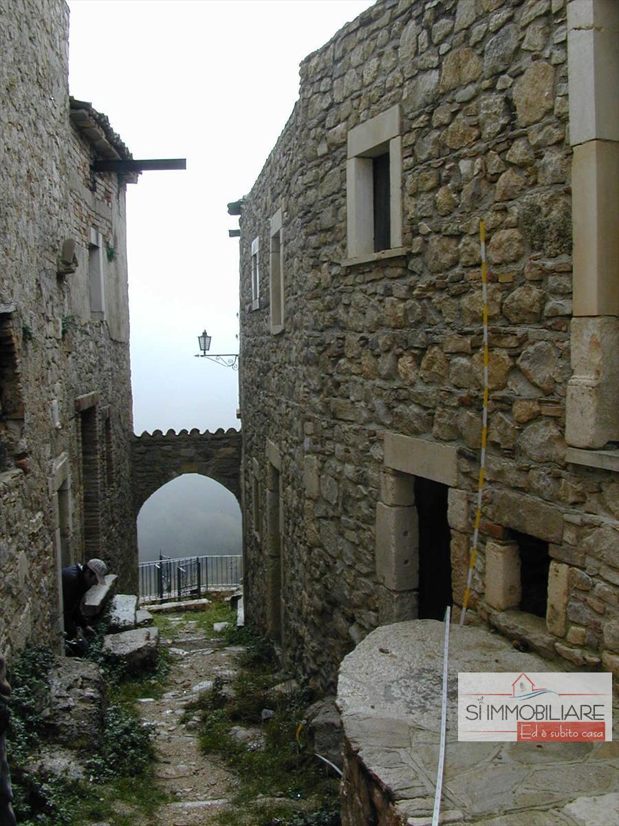 Altro in vendita a Sant'Eufemia a Maiella, 9999 locali, prezzo € 500.000   CambioCasa.it