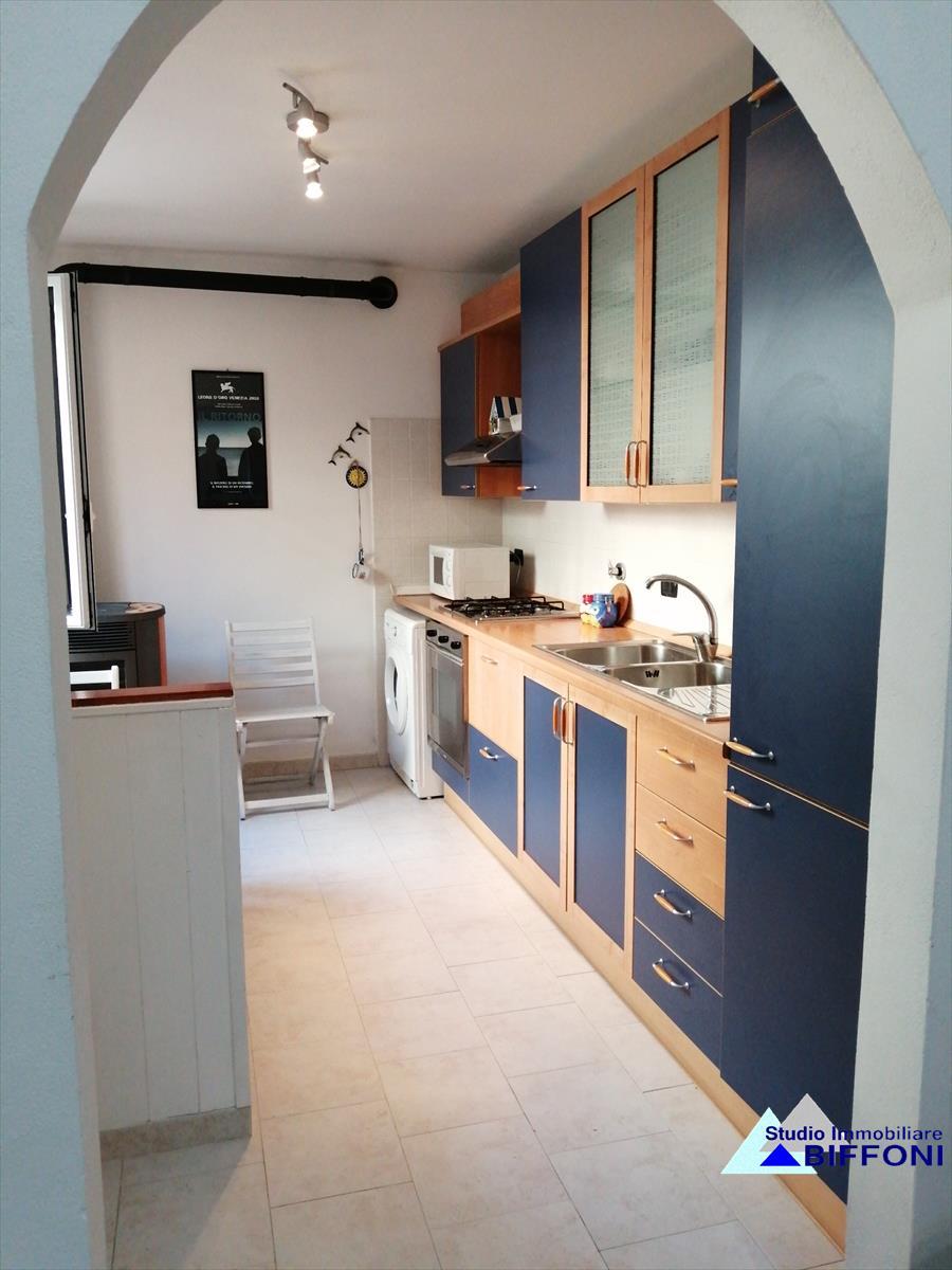 Appartamento in vendita a Borzonasca, 5 locali, prezzo € 80.000 | CambioCasa.it