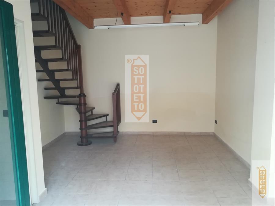 Negozio / Locale in affitto a Corato, 1 locali, prezzo € 300 | CambioCasa.it