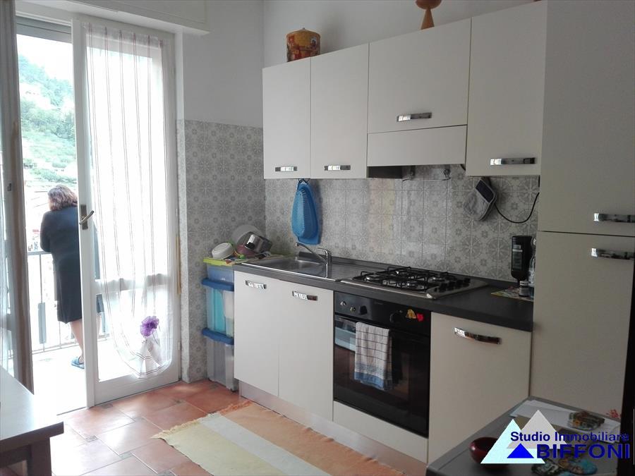 Appartamento in vendita a Borzonasca, 5 locali, prezzo € 99.000 | CambioCasa.it