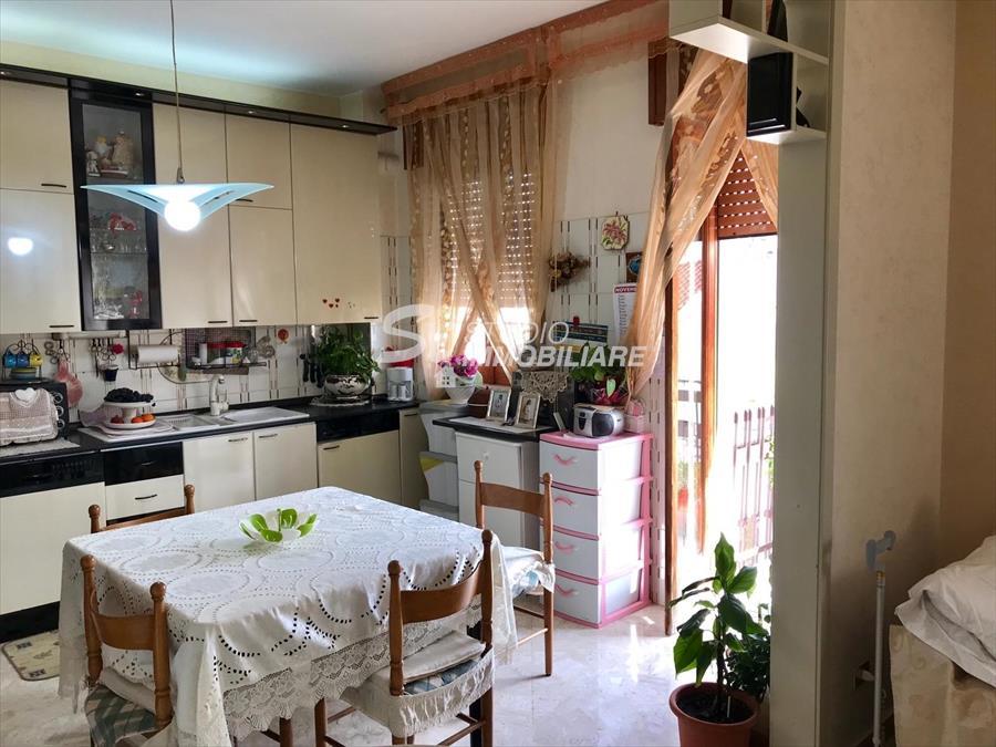 Appartamento in vendita a Ruvo di Puglia, 4 locali, prezzo € 135.000 | CambioCasa.it