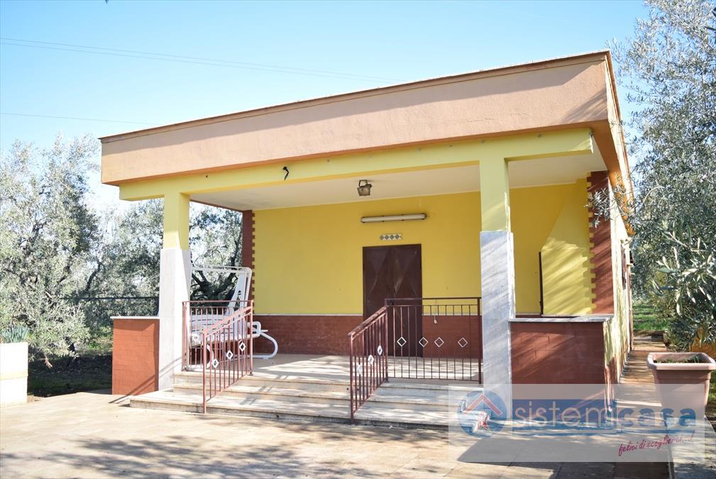 Villa in affitto a Corato, 4 locali, Trattative riservate | CambioCasa.it